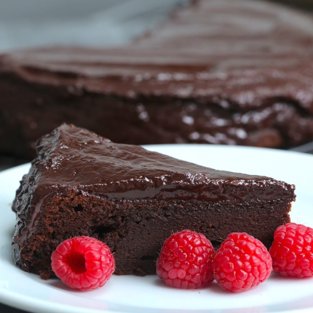 Easy chocolate fudge cake kathy pressley dills copy me for Simple chocolate fudge cake