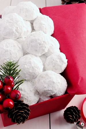 Snowball Christmas Cookies {Best Ever} | Nette | Copy Me That